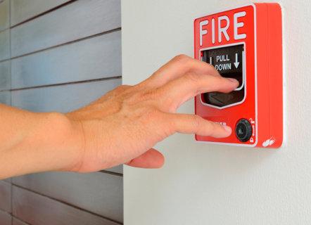 Los sistemas contra incendios: Diferencias clave entre detección y extinción