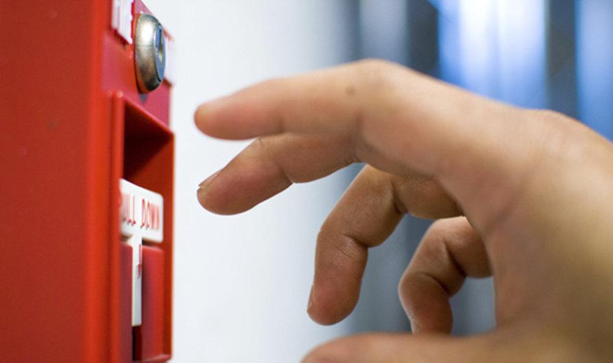 ¿Cuáles son los sistemas contra incendios pasivos y activos?
