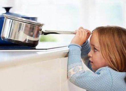Reglas de seguridad infantil para los niños que se quedan solos en casa