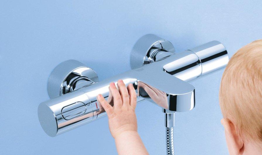 Consejos y precauciones de seguridad en el baño para los adultos y niños
