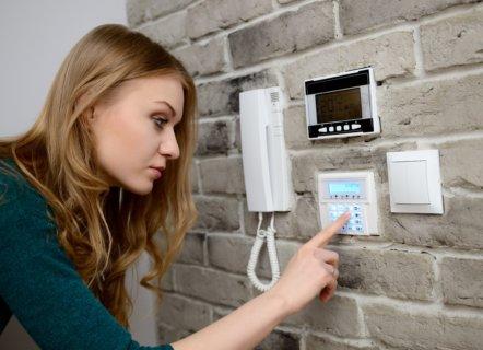 ¿Cómo funcionan los sistemas de seguridad para casas cuando se activan?